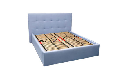 Moderná čalúnená posteľ MILANO v modrej farbe s polohovateľným roštom.