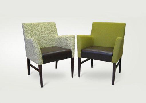 Dve kresielka ROCK s hranatými tvarmi, prvé je v zelenej farbe a druhé je čalúnené jemnou vzorovanou látkou.