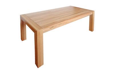 Big je jedným z najobľúbenejších rodinných jedálenských stolov. Vďaka úžasne pevnému kovaniu značky pöttker a systému dvoch skrytých prídavných dosiek