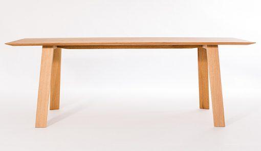 TENKY je jedálenský stôl čistých tvarov a jednoduchých línií, ktorý ponúka kombináciu výbornej stability a ultratenkých prvkov.