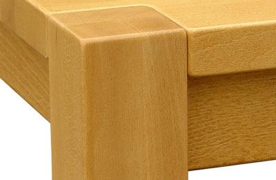 Detail spoločenského celomasívneho stola Kubko, dizajn: Alojz Karpiš.