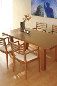 Drevený jedálenský stôl, značka Brik.